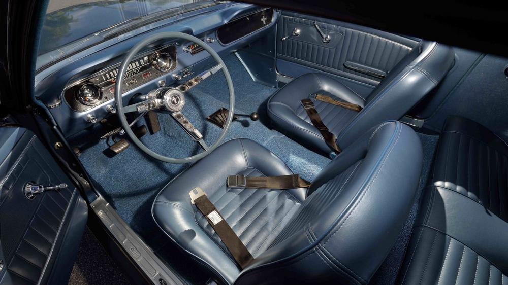 Mustang 5F07U100002 (vue intérieur)