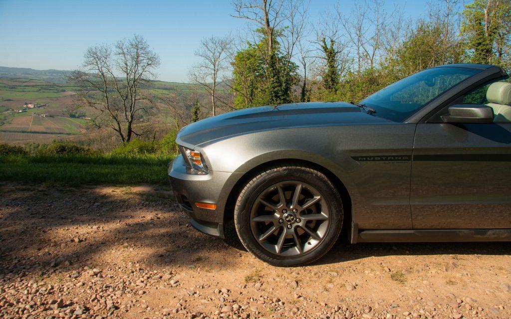 Belle, désirable, cette Mustang peut aussi s'avérer agressive à souhait