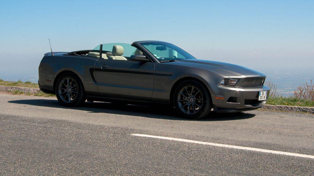 La Mustang au sommet du Col du Fût d'Avenas
