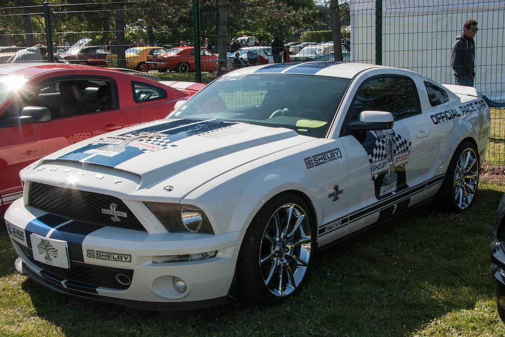 La Mustang arbore une carrosserie customisée très élégante