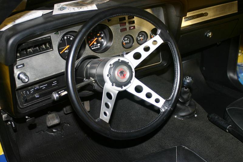 L'intérieur est celui d'une Cobra II, on note l'absence de console centrale et la transmission manuelle