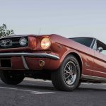 Pierre est l'heureux possesseur de cette Ford Mustang Emberglo orange.